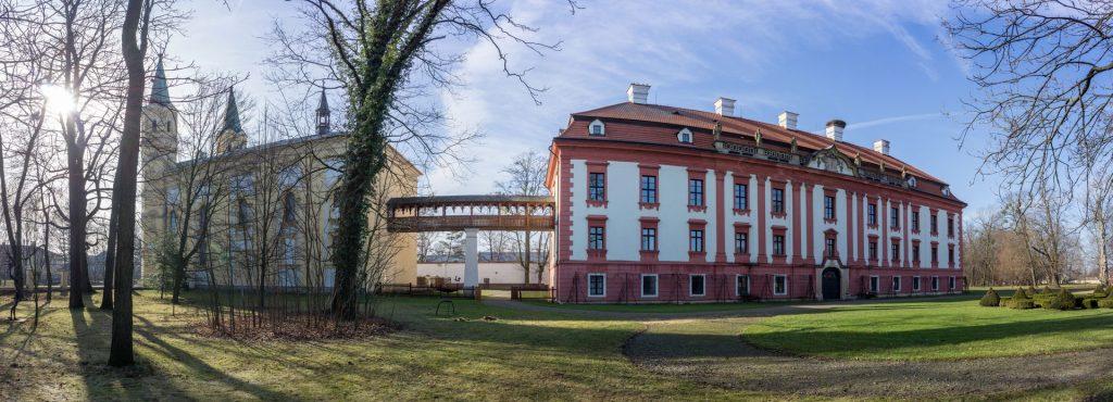 Zámek Kunín a Kostel Povýšení svatého Kříže (zdroj: www.dobrahrabenka.cz)